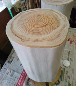 白塗り檜丸太いす